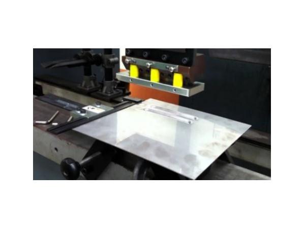 石龙钣金加工厂的精密机箱生产