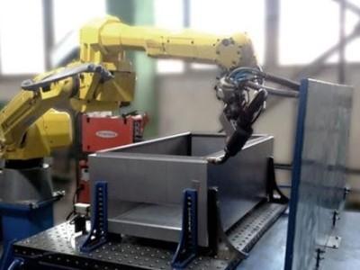 寮步钣金加工厂的冲床自动化生产
