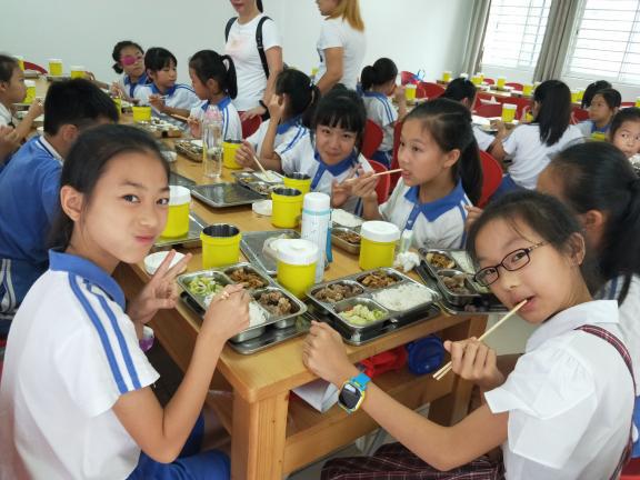 诚瑞丰智能快餐柜全面助力深圳中小学实现校内午托