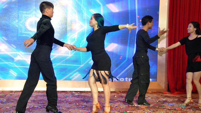 拉丁伦巴舞表演